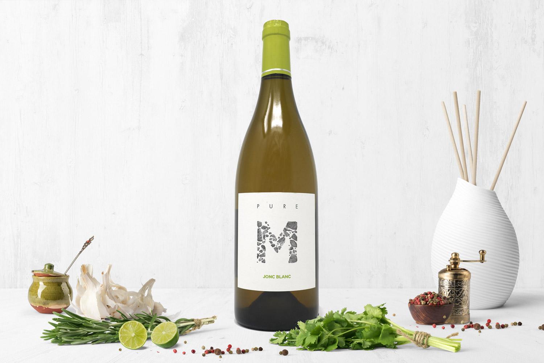 Photo culinaire vin blanc , citron, saucier, poivrier, cuisine, bouteille bourgogne, ail, persil, romarin, gres, frais