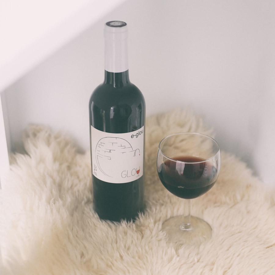 rouge eglou, froid, cocon, vin de soif, moumoute, tapis, laine, rouge