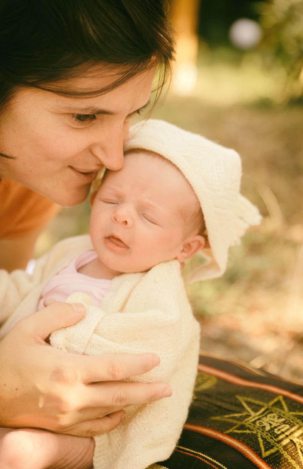 Louise, magnifique bébé, photographie naissance automne
