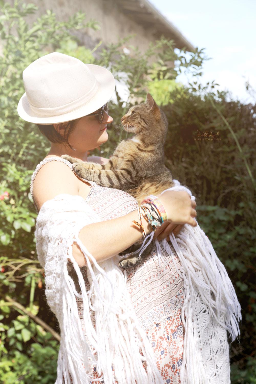 Léa et son chat pendant la grossesse